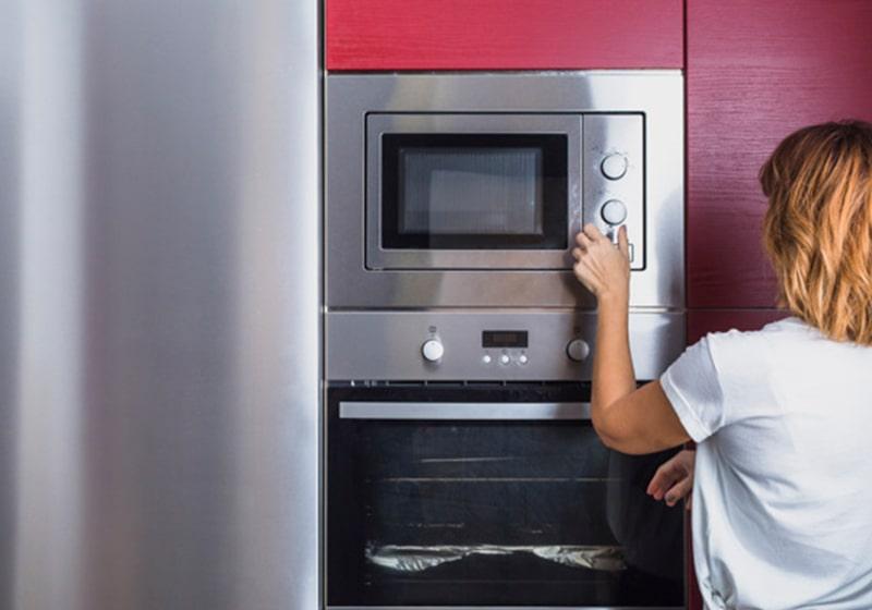 Microondas integrable para cocina moderna.